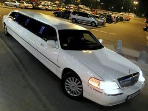 4 limuzyny001 lincoln town car white pearl 120