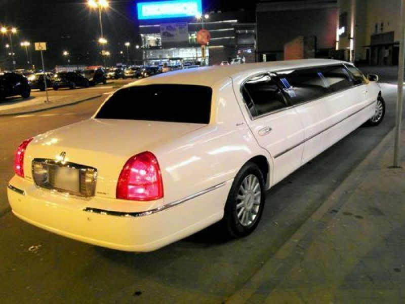 2 limuzyny001 lincoln town car white pearl 120