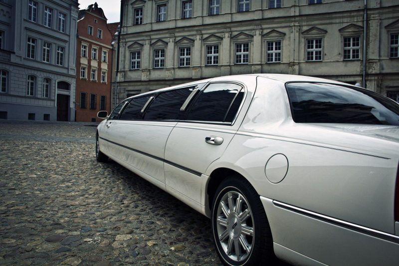 6 limuzyny002 lincoln town car new york 120